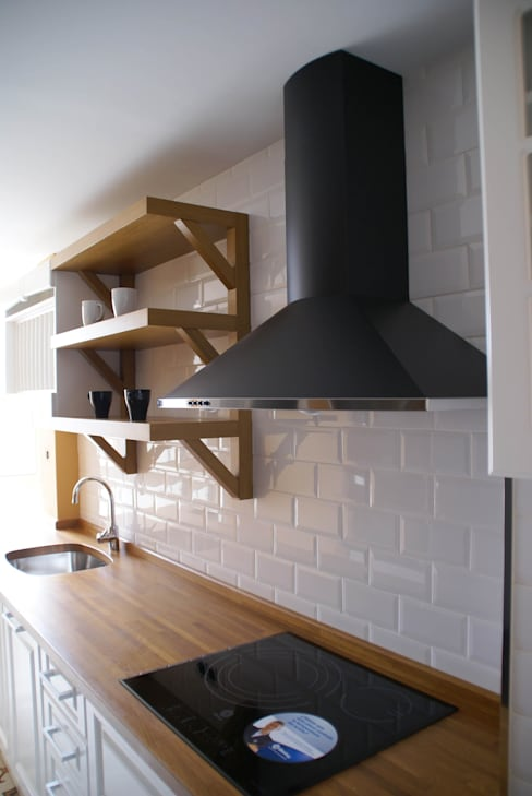 Built-in kitchens by Visaespais, reformas y rehabilitaciones en Tarragona