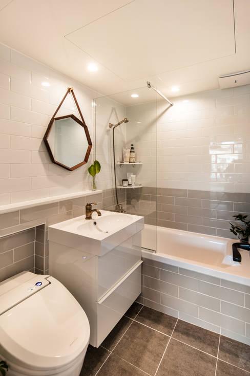 Casas de banho  por 봄디자인