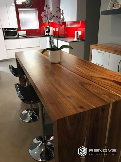JOINERY DEPARTMENT:  Dining room by Renov8 CONSTRUCTION