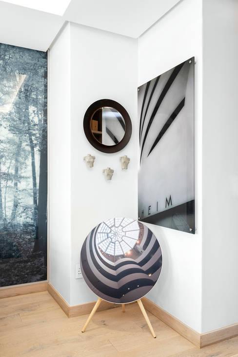 Minimalism Bedroom:   by Deborah Garth Interior Design