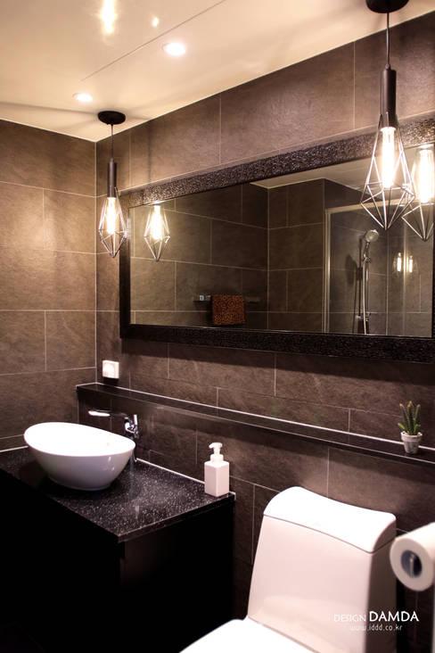 백현동 푸르지오 그랑블 39평: 디자인담다의  욕실
