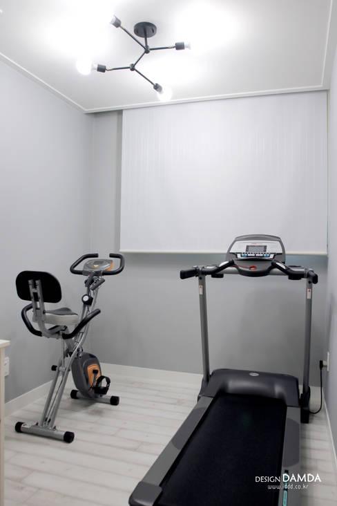 백현동 푸르지오 그랑블 39평: 디자인담다의  방