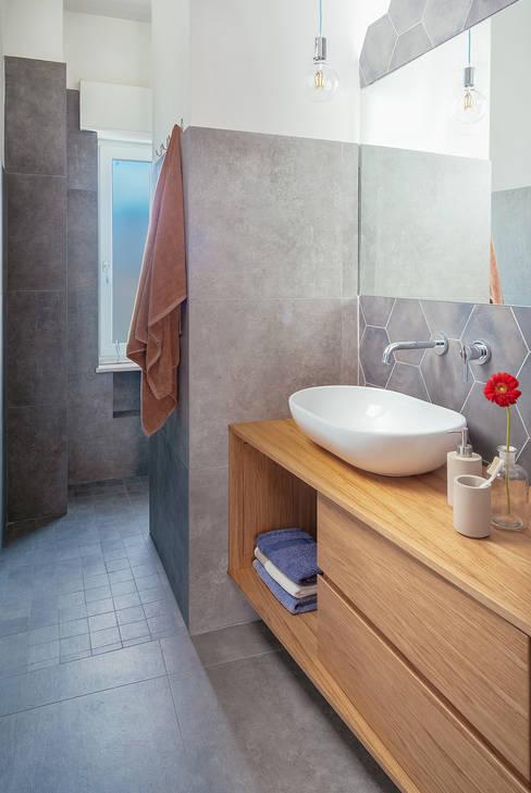 Baños de estilo  por manuarino architettura design comunicazione