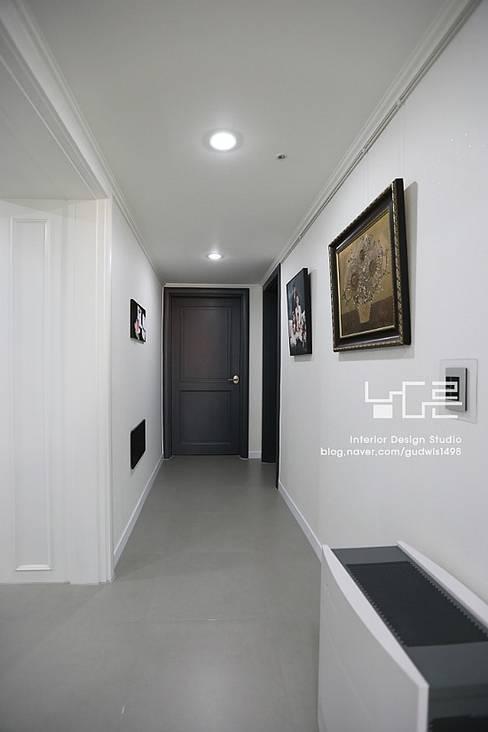 Corridor and hallway by 남다른디자인