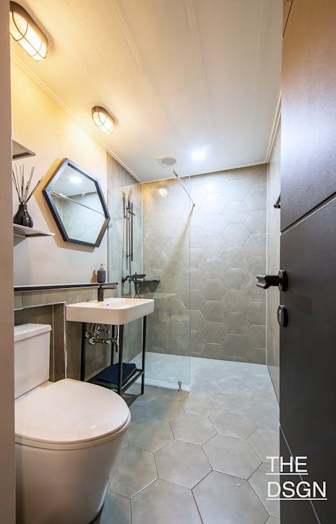 심플한 헥사곤 포인트 욕실: 더디자인 the dsgn의  욕실