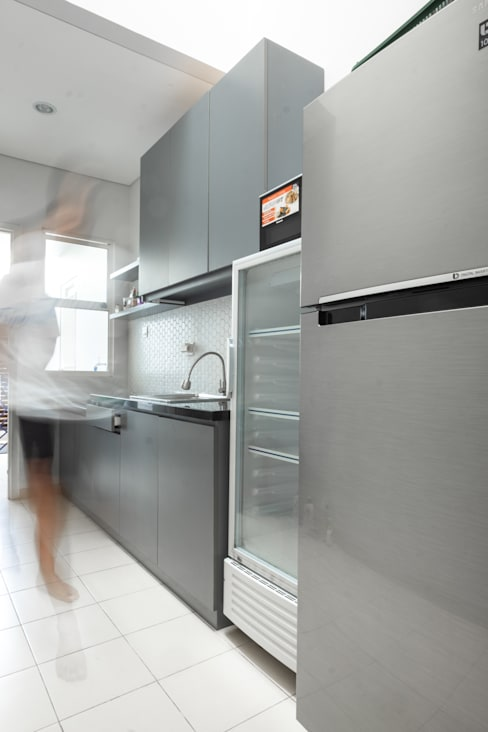 Dapur:  Kitchen by FIANO INTERIOR