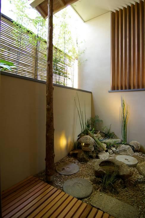 Projekty,  Ogród zaprojektowane przez Sデザイン設計一級建築士事務所