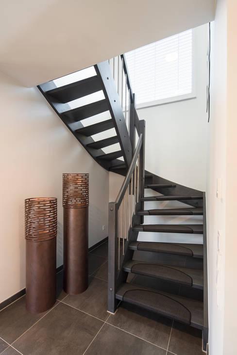 Лестницы в . Автор – FingerHaus GmbH - Bauunternehmen in Frankenberg (Eder)