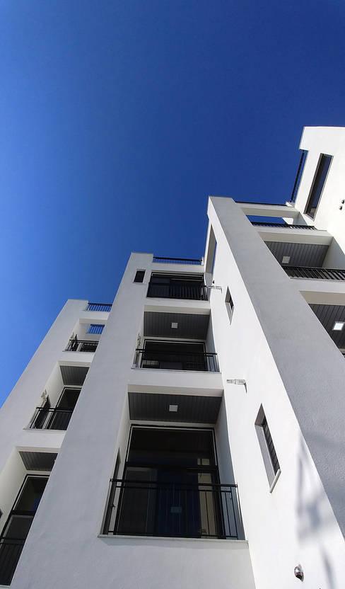 Houses by 건축사사무소 지음