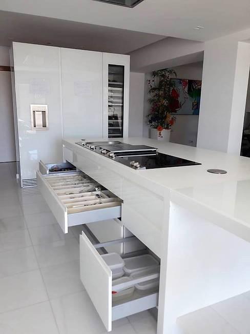 Dioni & Gaggenau: Cozinha  por DIONI Home Design