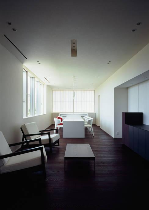 客廳 by 松岡淳建築設計事務所