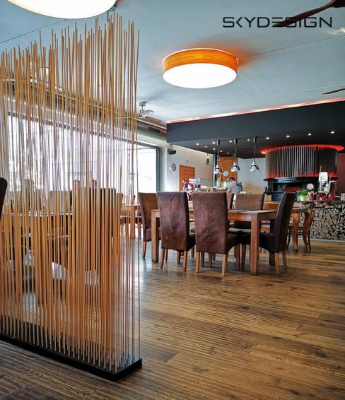Tiendas y espacios comerciales de estilo  por www.skydesign.news - Raumteiler aus Berlin