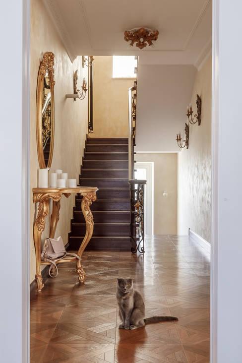 Дом с круглым окном: Лестницы в . Автор – Студия дизайна Светланы Исаевой