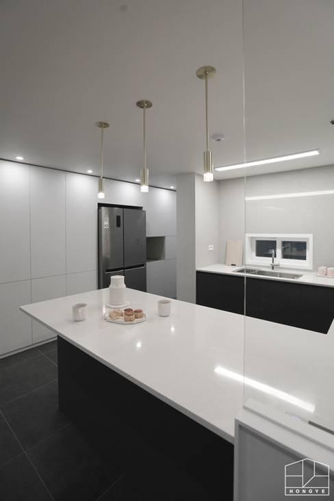 Cocinas de estilo  por 홍예디자인
