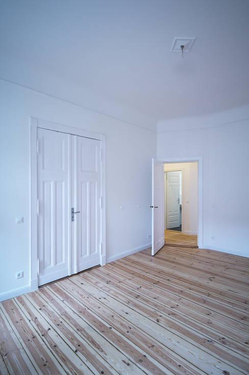 Livings de estilo  por Holzeco GmbH - Komplettsanierungen in Berlin