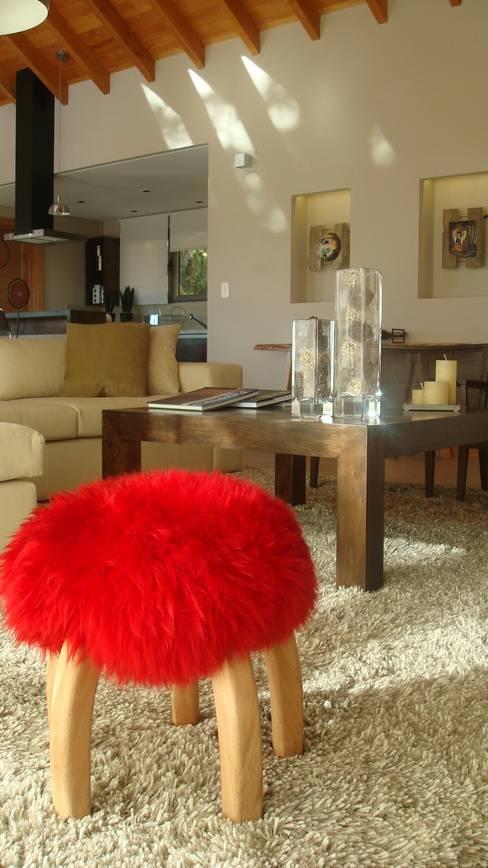 Living room by Fabiana Ordoqui  Arquitectura y Diseño.   Rosario | Funes |Roldán