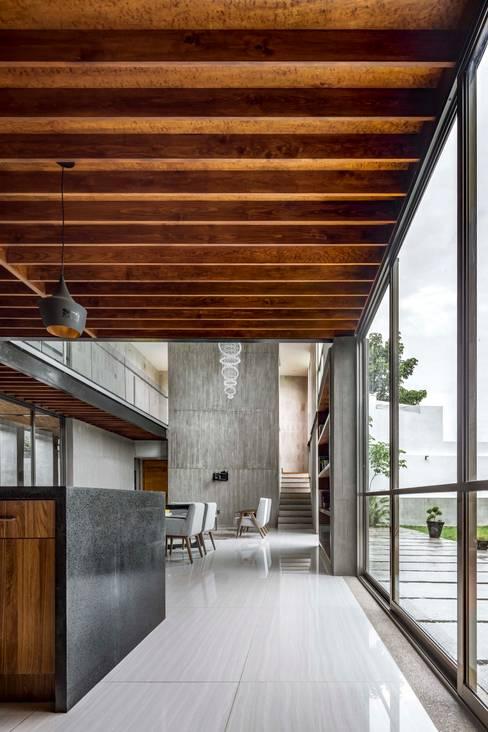 Dining room by Apaloosa Estudio de Arquitectura y Diseño