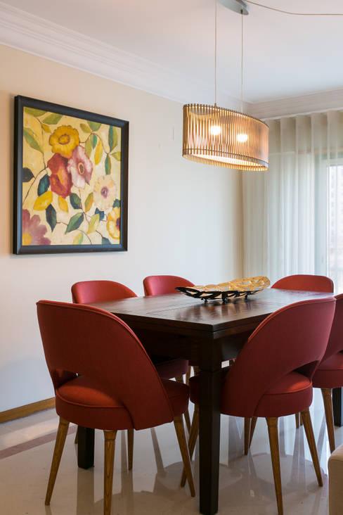 : Sala de jantar  por Traço Magenta - Design de Interiores
