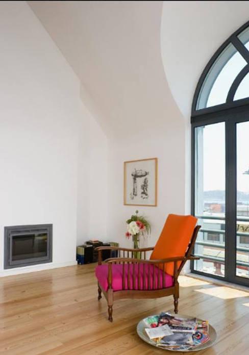 Loft Design > Living room: Salas de estar  por IN PACTO