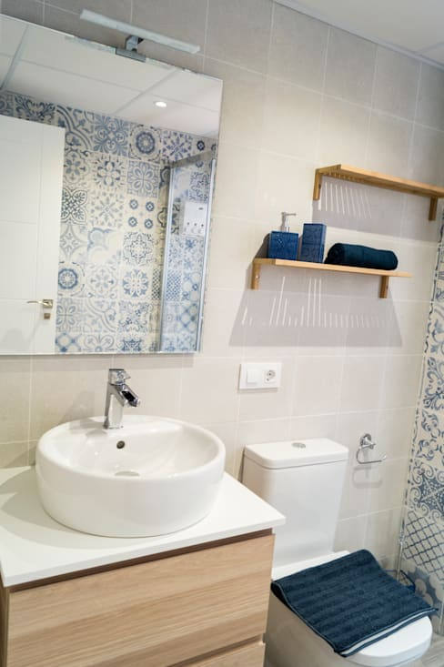Baño: Baños de estilo  de Housing & Colours