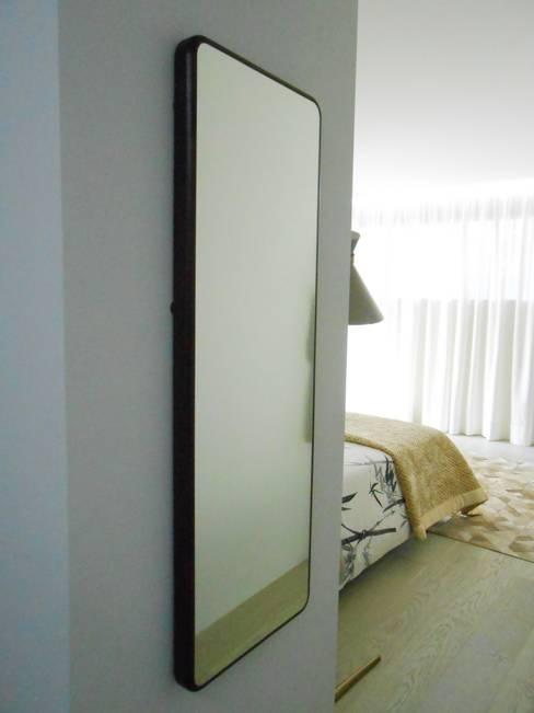 Antes e Depois suite Foz do Douro: Quartos  por Tangerinas e Pêssegos - Design de Interiores & Decoração no Porto