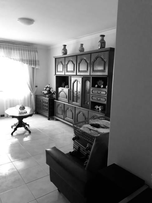 """Transformação de sala em quarto, imagem do """"antes"""":   por Tangerinas e Pêssegos - Design de Interiores & Decoração no Porto"""