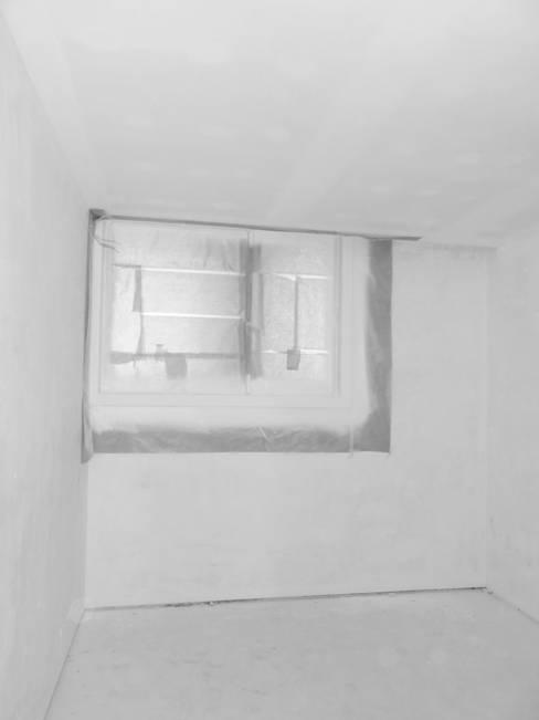 Antes e Depois quarto de hóspedes :   por Tangerinas e Pêssegos - Design de Interiores & Decoração no Porto