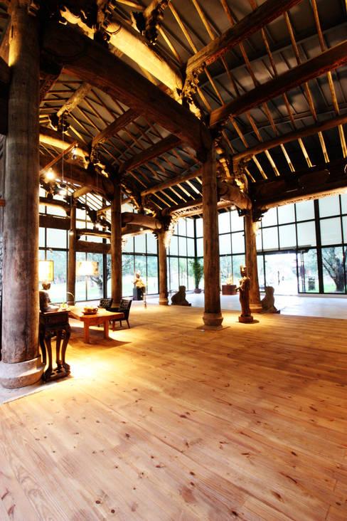 古建築保護工程:  地板 by 台中室內建築師|利程室內外裝飾 LICHENG