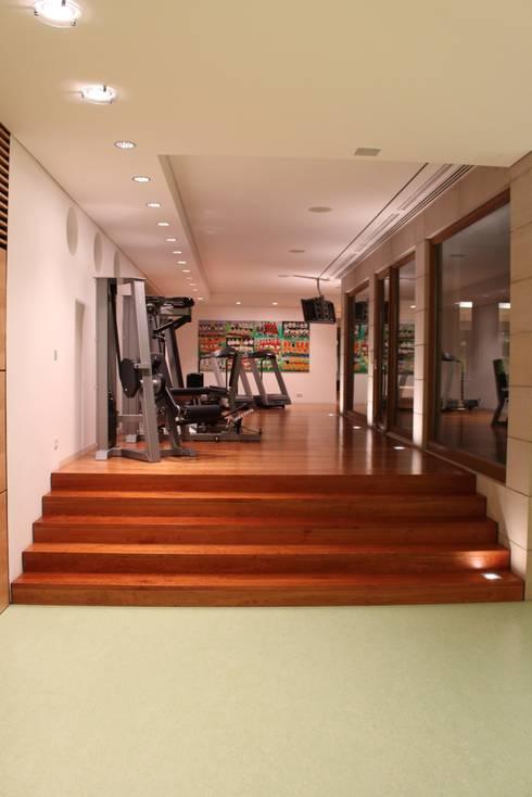 Fitnessraum : moderner Fitnessraum von Architekten Graf + Graf