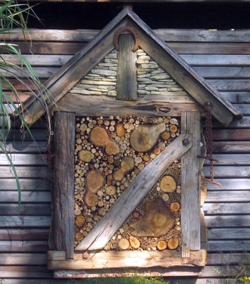 Das Insektenhotel: landhausstil Garten von Planungsbüro STEFAN LAPORT
