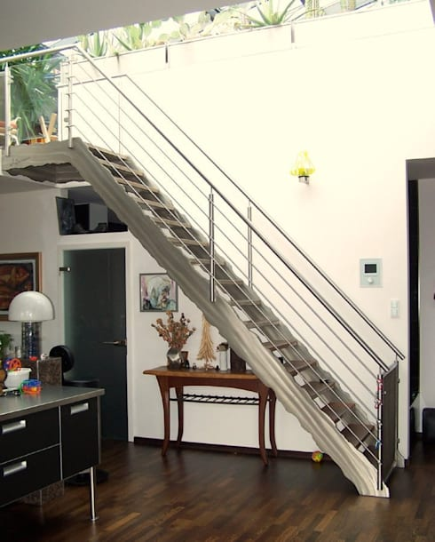 Loft Design: moderner Flur, Diele & Treppenhaus von Edelstahl Atelier Crouse - Stainless Steel Atelier