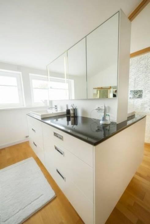 Bad :  Badezimmer von tRÄUME - Ideen Raum geben