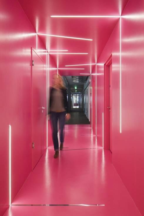 Edificios de oficinas de estilo  de LEPEL & LEPEL Architektur, Innenarchitektur