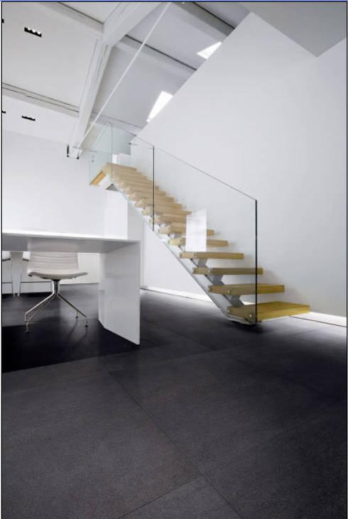 Loft:  Flur & Diele von RAUMAX GmbH
