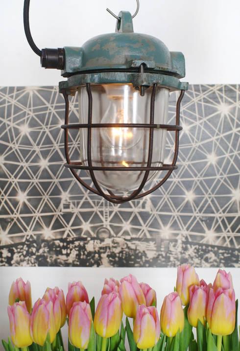 Kleine Bunkerlampe:  Wohnzimmer von Goldstein & Co.