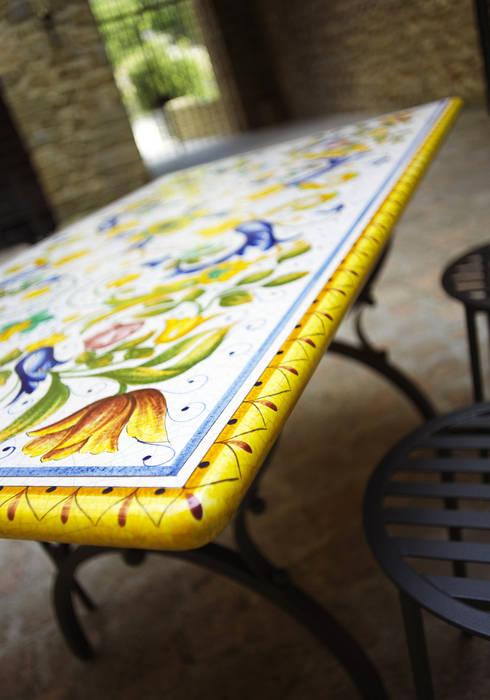 Arredare il proprio giardino con un opera d\'arte: Tavoli in ...