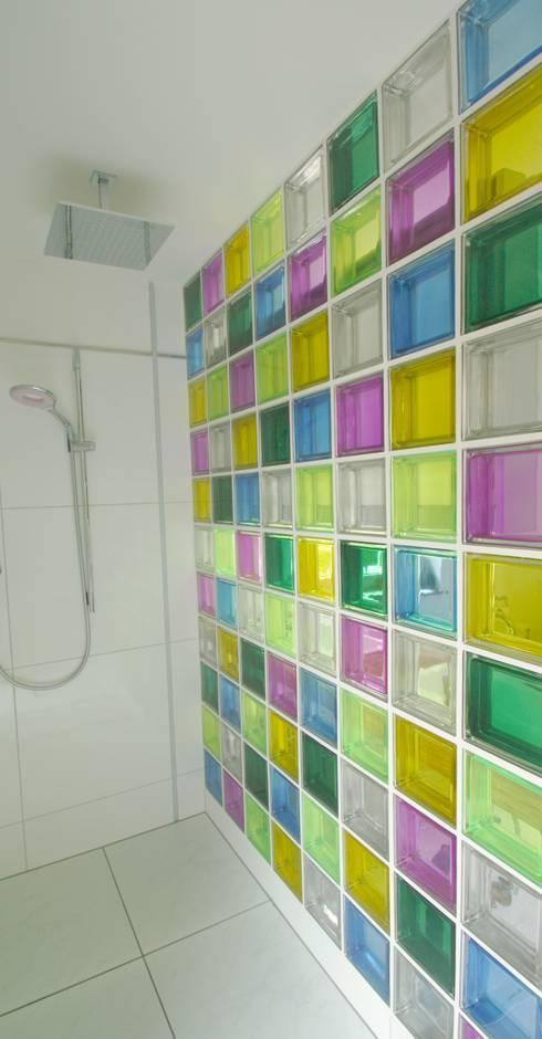 Duschwand aus bunten Glasbausteinen von tritschler glasundform | homify