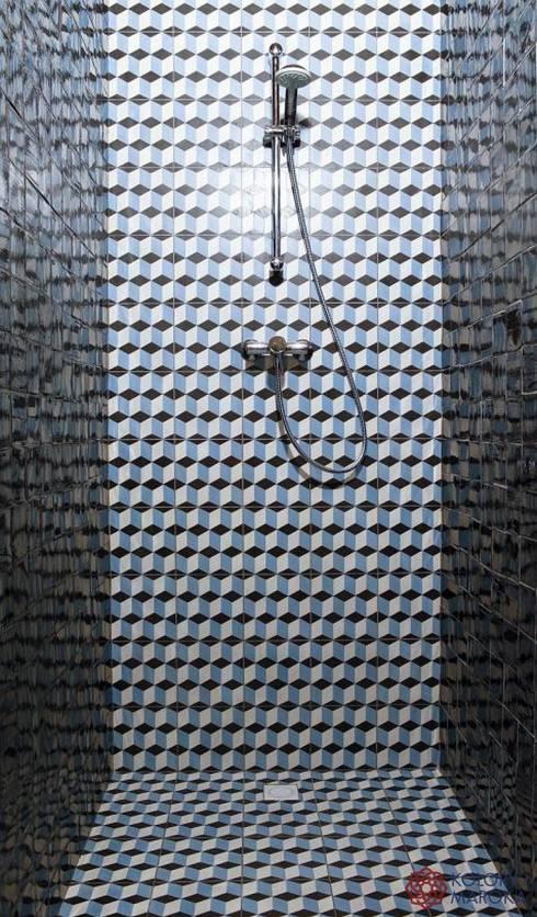 Aranżacje płytek cementowych w łazience: styl , w kategorii Łazienka zaprojektowany przez Kolory Maroka