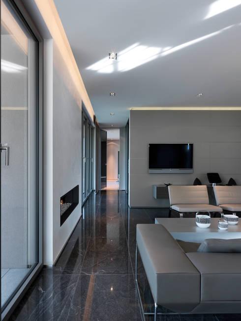 Hassel | Luxemburg: moderne Wohnzimmer von LEICHT Küchen AG