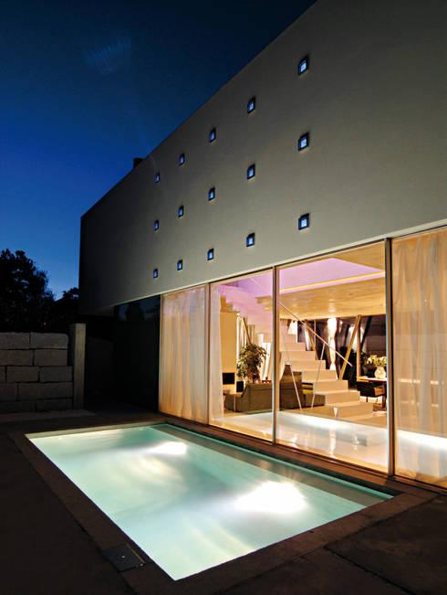 Piscinas de estilo moderno por LEICHT Küchen AG
