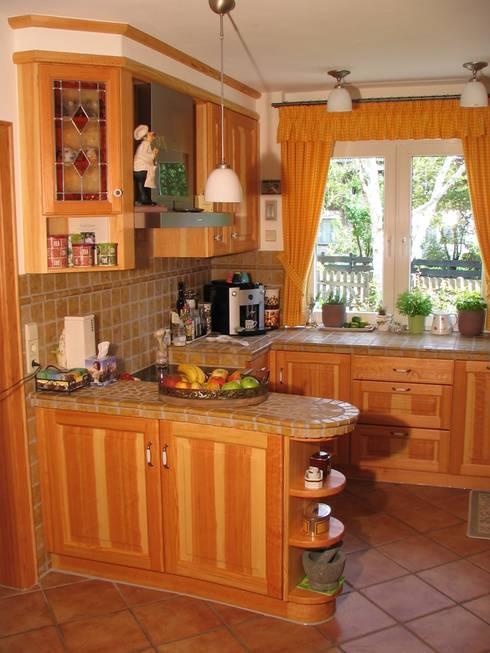 Küchen: rustikale Küche von Schreinerei Deml GmbH