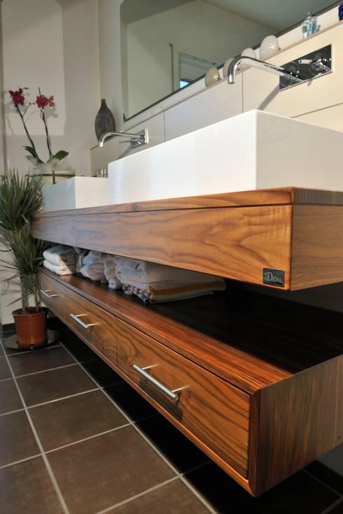 Bad Möbel: moderne Badezimmer von Schreinerei Deml GmbH
