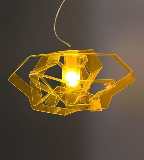 Designerlampe Acryl Lasso Gold: moderne Wohnzimmer von Design. Nachhaltig. Gut.