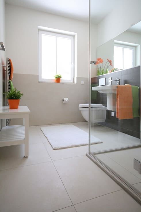 Bathroom by Home Staging Cornelia Reichel