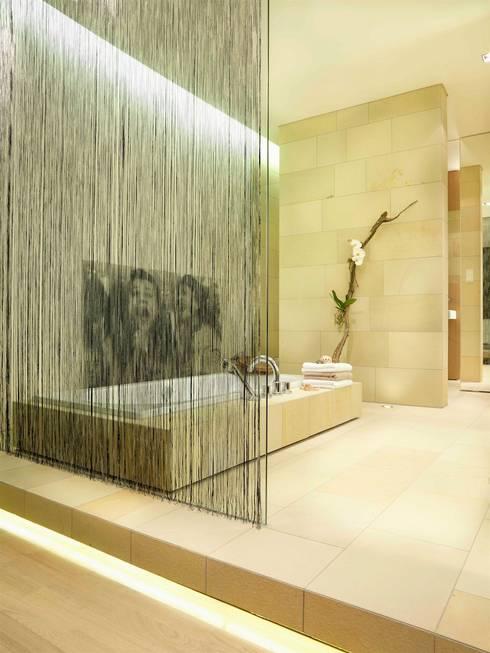 Natursteinbad exclusiv:  Badezimmer von innenarchitektur-rathke