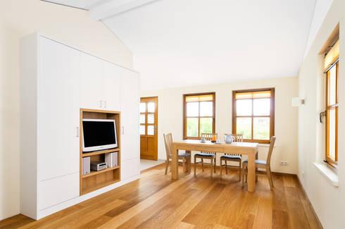 massivholzmobel wohnzimmerschrank, wohnzimmerschrank by die möbel manufaktur | homify, Design ideen
