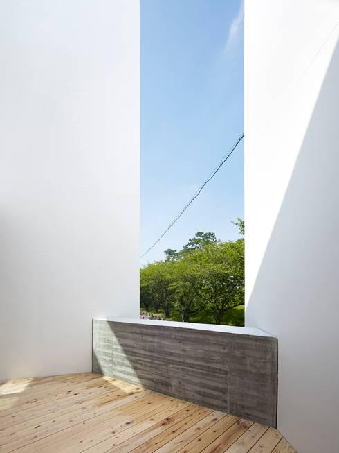 バルコニー: 小泉設計室が手掛けたベランダです。