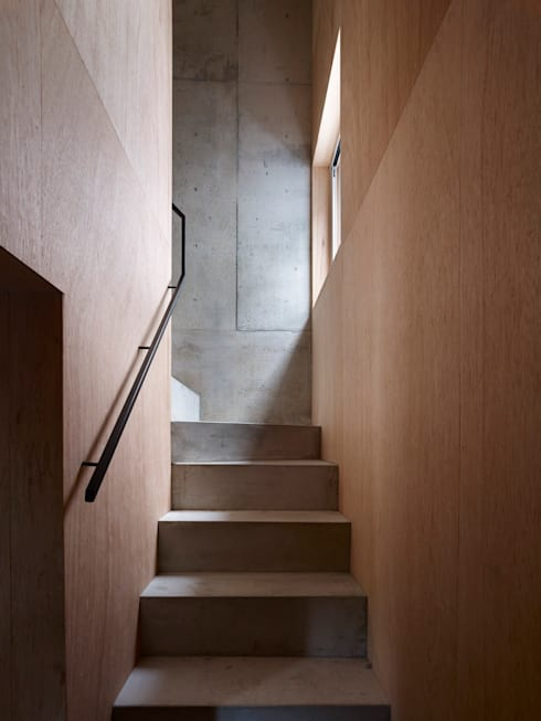 階段: 小泉設計室が手掛けた廊下 & 玄関です。