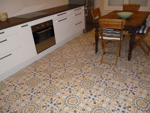 Baldosas Cásicas Dieño Marroquí: Paredes y suelos de estilo colonial de Crafted Tiles