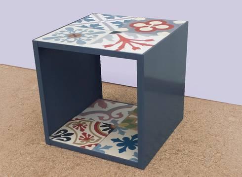 Baldosa hidraulica Patchwork: Paredes y suelos de estilo rural de Crafted Tiles